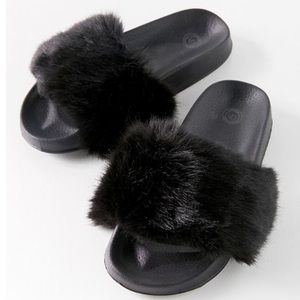 UO Black Fluffy Faux Fur Comfortable Slides size 8